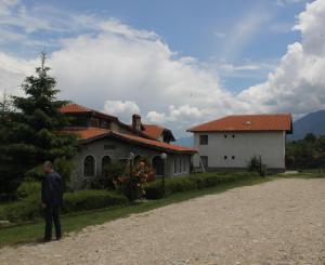 Био хотел Моравско Село - ресторантът и една от четирите къщи