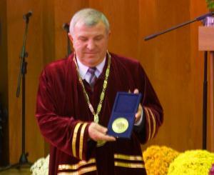 Проф. Греков, ректор на АУ получи почетен плакет от Президента