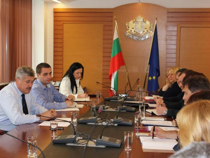 Зам.-министър Бюрхан Абазов обсъди готвените промени в Закона за тютюна с фирмите