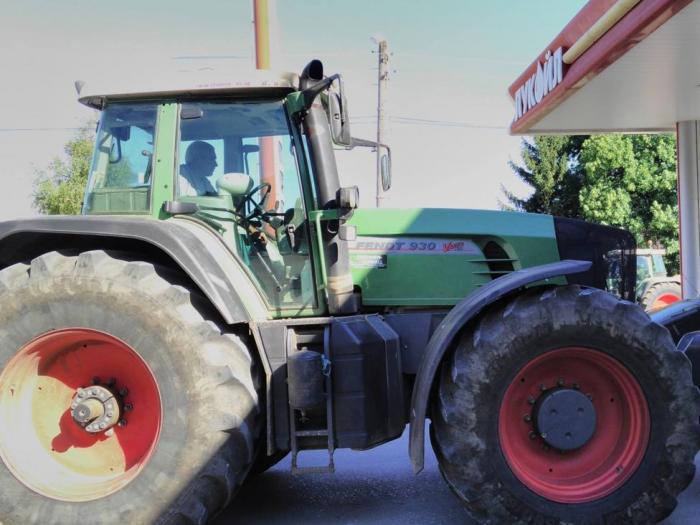 Земеделците демонстрираха как ще се зарежда гориво от 1 септември