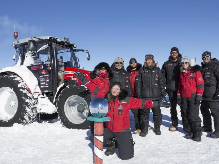 Екипът на експедицията Антарктика 2