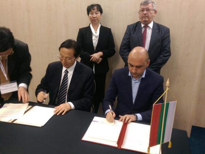 Документът беше подписан от министър Грудев и китайския му колега Хан Чанфу в Букурещ